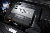 2リッター直噴ターボユニットは、「ゴルフGTI」用に比べて最高出力で45ps、最大トルクで5.1kgm上回る。先代「ゴルフR32」と比べても、最高出力で6ps、最大トルクで1.1kgmのアドバンテージがある。