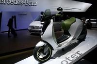 スマートが提案する電動スクーター「eスクーター」。若者向けを想定しているようだが、いざ出れば年齢を問わず人気が出そう。二輪低迷の救世主となるか?
