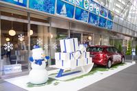 店頭には「BMW 218iアクティブツアラー」をトナカイに見立てたディスプレイも。