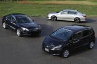 2012年12月の「ホンダミーティング」において、試乗車として用意された3台のハイブリッド試作車。