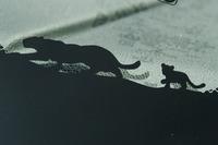 遊び心も十分! ウインドシールドの下端にはジャガーの親子がプリントされている。