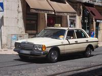 タクシーに多いブランドのひとつにメルセデス・ベンツがある。「W123」が現役という事実が、メルセデスの高い耐久性を無言のうちに語っている。