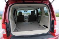 積載量は、5人乗車で419リッター、後席を倒した状態で1404リッターを確保する。また、床下には深さ約10cmの防水収納ボックスが備わり、濡れた物なども気にせず積める。写真をクリックすると後席シートを倒したフラットな荷室が見られます。