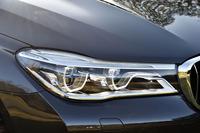 「BMW 740i」では「BMWレーザー・ライト」はオプション設定される。ブルーのアクセントが目印。