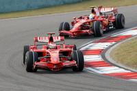 シンガポール、日本とは違い、中国ではマクラーレンのペースにまったく歯が立たなかったフェラーリ。2-3フィニッシュでコンストラクターズチャンピオンシップではポイントを156点とし、2位マクラーレンに対し11点の差をつけ首位を守る。(写真=Ferrari)