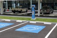 100台分の来客者用駐車場には、充電スペースも設けられている。