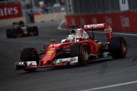 特に低速のセクションで苦戦したフェラーリは、セバスチャン・ベッテル(写真)が3番グリッドから2戦連続の2位でゴール。レッドブルが早めのタイヤ交換を決断し、すかさずフェラーリもベッテルをピットに招こうとしたが、4冠王者はその指示を保留。このドライバーによる判断が奏功した。(Photo=Ferrari)