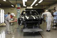 日産、新型「シーマ」の生産工程を公開