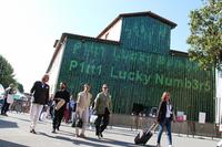 ピッティ・イマージネ・ウオモの会場となったバッソ城塞(じょうさい)のエントランス。今回は第90回ということで「ピッティ・ラッキーナンバーズ」というテーマが掲げられた。
