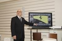 「BOSEメディアシステム」について説明をする、BOSEオートモーティブのエクゼクティブディレクター、マイク・ローゼン氏。