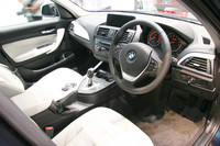 「BMW120iスタイル」のインテリア。本革シートはオプション。