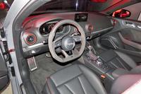 レッドの差し色が目を引く「RS 3セダン」のインテリア。