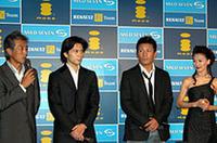 ゲストとして招かれた面々。左から、俳優で自身もレース経験がある岩城滉一、バレーダンサーの熊川哲也、K-1で戦う魔沙斗、女優の鳥居かおり。どういう基準で選ばれたかは定かではない。
