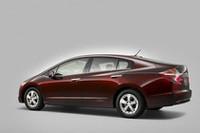 燃料電池のコンセプトカー「FCXクラリティ」。そのパッケージは新しいハイブリッドカーに受け継がれる。