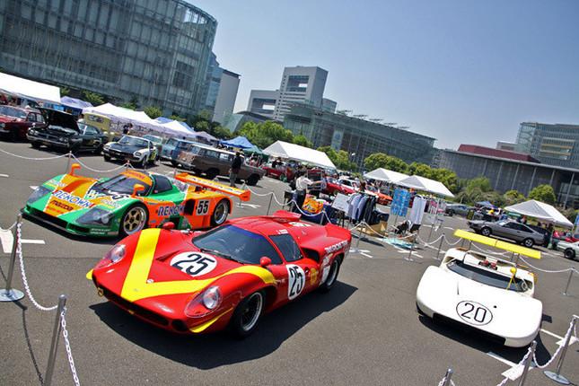 会場のほぼ中央に設けられた特別展示。4月に開かれた「富士ジャンボリー」にも出走した、1968年の第5回日本グランプリで長谷見昌弘がドライブした「ローラT70マークIII」を中央に、右は同レースで北野元が駆り優勝した「日産R381」、左は91年のルマン24時間で総合優勝した「マツダ787B」。このうち「ローラT70マークIII」はデモランも披露した。