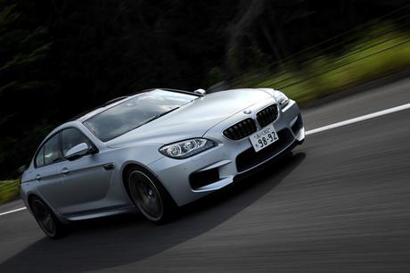 最高出力560ps、最大トルク69.3kgmの怪物「BMW M6グランクーペ」に試乗。同じ心臓を持つ「M5」とも「M6クー...