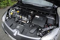 ルノーと日産が共同で開発したという「M4R」型2リッター直4エンジン。2000rpmで最大トルクの87%を発生するという、扱いやすさがウリ。このエンジンに6段マニュアルモード付きCVTが組み合わされる。