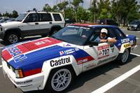 片山さんのお人柄だろう、このイベントは実にさまざまな人と企業、団体の支援で実現されたのだが、会場にはこの人も姿を見せていた。エンケイの代表取締役、鈴木順一さんである。車はかつてご自身が所有、その後友人の日比野良平さんに譲られた「日産(シルビア)240RS」。WRCのグループBホモロゲーション用で、筆者も周辺でチョイ乗りを許されたが、クラッチの重いこと重いこと。ラリーストはタフでなければ務まらない。