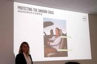 1959年に世界で初めて3点式シートベルトを開発したボルボ。ヤコブソン氏は「シートベルトは肩と腰骨にベルトを回すことによって固定され、その機能が発揮されます。もちろん妊婦さんもお腹の赤ちゃんと自分を守るために、正しい位置でシートベルトを着用することが必要」と語る。