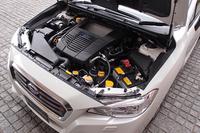 エンジンは、ターボ付きの水平対向4気筒。キャラクターの異なる、1.6リッター(写真)と2リッターの2本立てとなる。