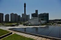 日産グローバル本社5階に設置されたソーラーパネル。面積は386平方メートル。