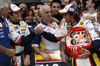 マクラーレン、フェラーリの2強が躓いているのを尻目にルノーが2連勝。アロンソの優勝とともにネルソン・ピケJr.が4位でフィニッシュしポイントを加算、コンストラクターズチャンピオンシップでは66点で4位、最大のライバルであるトヨタに16点もの差をつけた。(写真=Renault)
