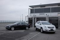 試乗したのは「キャデラックATS」(写真左)と「キャデラックSRXクロスオーバー」(写真右)の2車種。