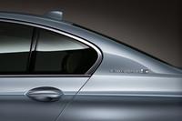 BMW、「5シリーズ」のハイブリッド車を発表の画像