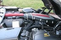 「SLR」の刻印が刻まれるエンジン。「Mercedes Benz」ではない! マークはあるけど。