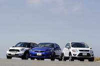 """今回試乗する個性派トリオ。写真左から、「MINIクーパーS クロスオーバーALL4」「レクサスCT200h""""Fスポーツ""""」、そして「フォード・クーガ タイタニアム」"""