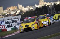鈴鹿の日本ラウンドには、7台の「セアト・レオン」(写真手前)と10台の「BMW 3シリーズ」がエントリーした。