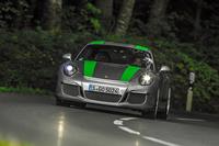 1967年の「911R」を思い出す読者の方も多いかもしれない。今年、新たに同じ名で登場したポルシェの高性能モデルは、6段MTのみで限定991台。そのキャラクターを明らかにする。(photo:Porsche)