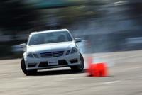 タクシーライドではドリフト走行する場面も。クルマは「E63 AMG」。