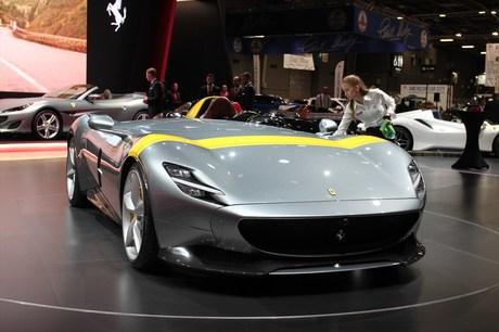 イタリアのスーパーカーメーカーであるフェラーリとランボルギーニは、パリモーターショー2018において、往...