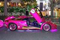 ピンク色のボディーに電飾を施した「ディアブロGT」。(諸星氏所有により写真の無断転載不可)