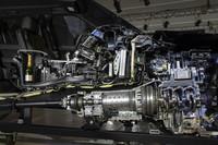 新型「レンジローバー スポーツ」のカットモデル。エンジンおよびドライブトレインの様子がよくわかる。