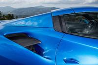 サイドインテークはフラップで上下2段に分割されている。上段はエンジンの吸気用で、下段はターボのインタークーラーの冷却用。