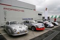 ポルシェ・ミュージアムからやってきた4台。左から1951年「356SLクーペ」、1973年「911カレラRSR」、1998年「911GT1」、1987年「962C」。