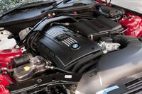エンジンは、「sDrive35i」のそれをベースに、専用ターボチャージャーの採用などチューニングを実施。34psと5.1kgmのパフォーマンス向上を遂げた。