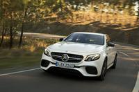 動力性能は0-100km/h加速が3.4秒で、最高速は250km/h(速度リミッター作動)。