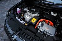搭載されるハイブリッドユニットは2.5リッター直4エンジン(160ps、21.7kgm)に、モーター(143ps、27.5kgm)が組み合わされる。