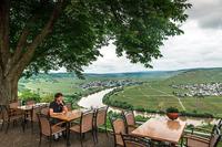 ホテル&レストラン「ツムメットホーフ(Zummethof)」。カーブするモーゼル川が見られる絶景スポットだ。