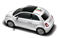 ルーフにはイタリアンカラーのステッカー加工が施される。