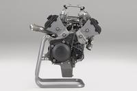 999cc V4エンジンの標準状態の出力は、日本が70psであるのに対し、ヨーロッパ仕様(フランスを除く)が159ps、アメリカ仕様が101psなどと、販売地域によって異なる。