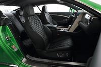 シートには2016年モデルから新しいデザインを採用。テスト車にはオプションで用意されるコントラストカラーのステッチが採用されていた。
