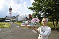 太田さんは「PAPER MUSEUM」を「夢の世界」と言う。しかし、そのほとんどが実在する場所であり、そこを忠実に再現している。所沢航空記念公園を描いたこの作品は、『CAR GRAPHIC』で2回に分けて、2017年1月号と同2月号で発表された。