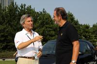 談笑する特別審査委員長のレオナルド・フィオラバンティ氏(左)と特別審査委員のバレンチノ・バルボーニ氏(右)。フィオラバンティ氏はかつて「ピニンファリーナ」のチーフデザイナーとして、フェラーリの「365GTB/4デイトナ」「365GT4BB」「288GTO」「F40」などを手がけた。バルボーニ氏は元ランボルギーニのチーフテストドライバーで、「ミウラ」から「ガヤルド」「ムルシエラゴ」に至るモデルの走りの味付けを行ったと言われる人物。イタリアの誇る2人の名匠のツーショットである。