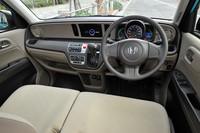 横基調のインパネ形状が特徴的な車内空間。メーカーオプションの「ディスプレイオーディオ」は、ホンダの純正ナビアプリ「インターナビ ポケット」を起動したスマートフォンをつなぐと、ナビ画面を表示することができる。
