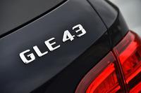 """これまで3リッターV6エンジン搭載車は「AMGスポーツモデル」と呼ばれたが、""""格上げ""""されて「メルセデスAMG 43モデル」に改められた。「GLE43」はその最初の例。"""
