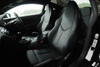 ナッパレザーで仕立てられたシートには、シートヒーターが備わる。オプションで、ダッシュボードやドアトリムもレザーにすることができる。